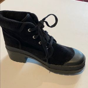 CHINESE LAUNDRY CHUNKY BOOTS